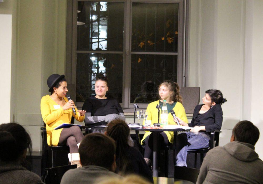 Anschließend gab es ein Gespräch mit PMS, moderiert von Anne-Christin Tannhäuser (links im Bild)