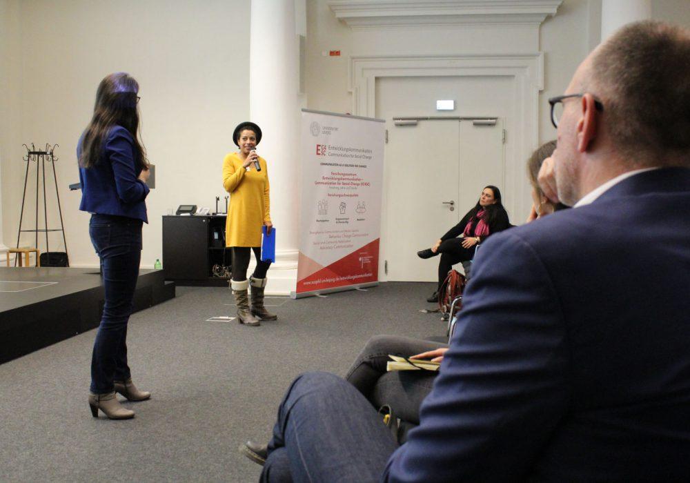 Die Moderatorinnen der Konferenz: Dr. Merjam Wakili (links im Bild) und Anne-Christin Tannhäuser