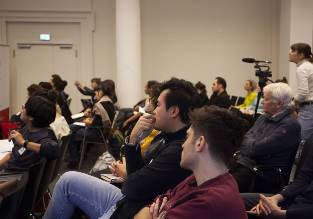 Das Publikum hörte interessiert zu